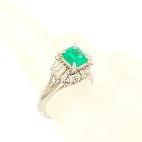 Pt900 プラチナ エメラルド ダイヤモンド デザインリング ジュエリー